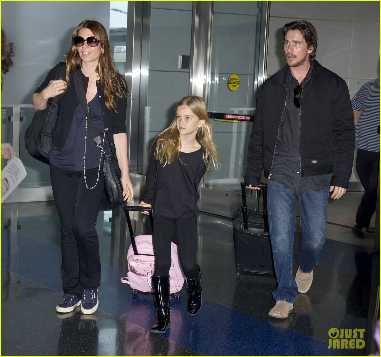 christian bale jfk airport arrival with sibi blazic 03