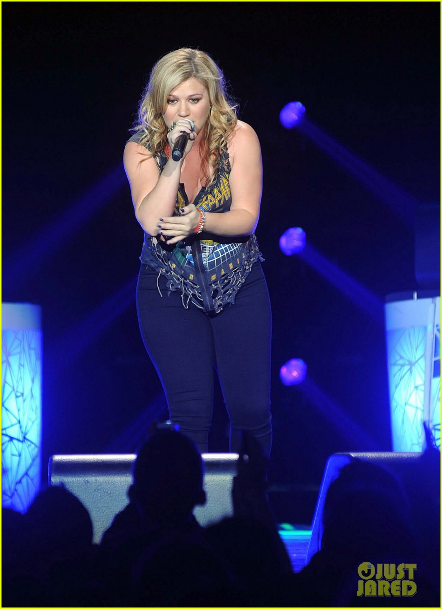 kelly clarkson on brandon blackstock were so getting married 062736136