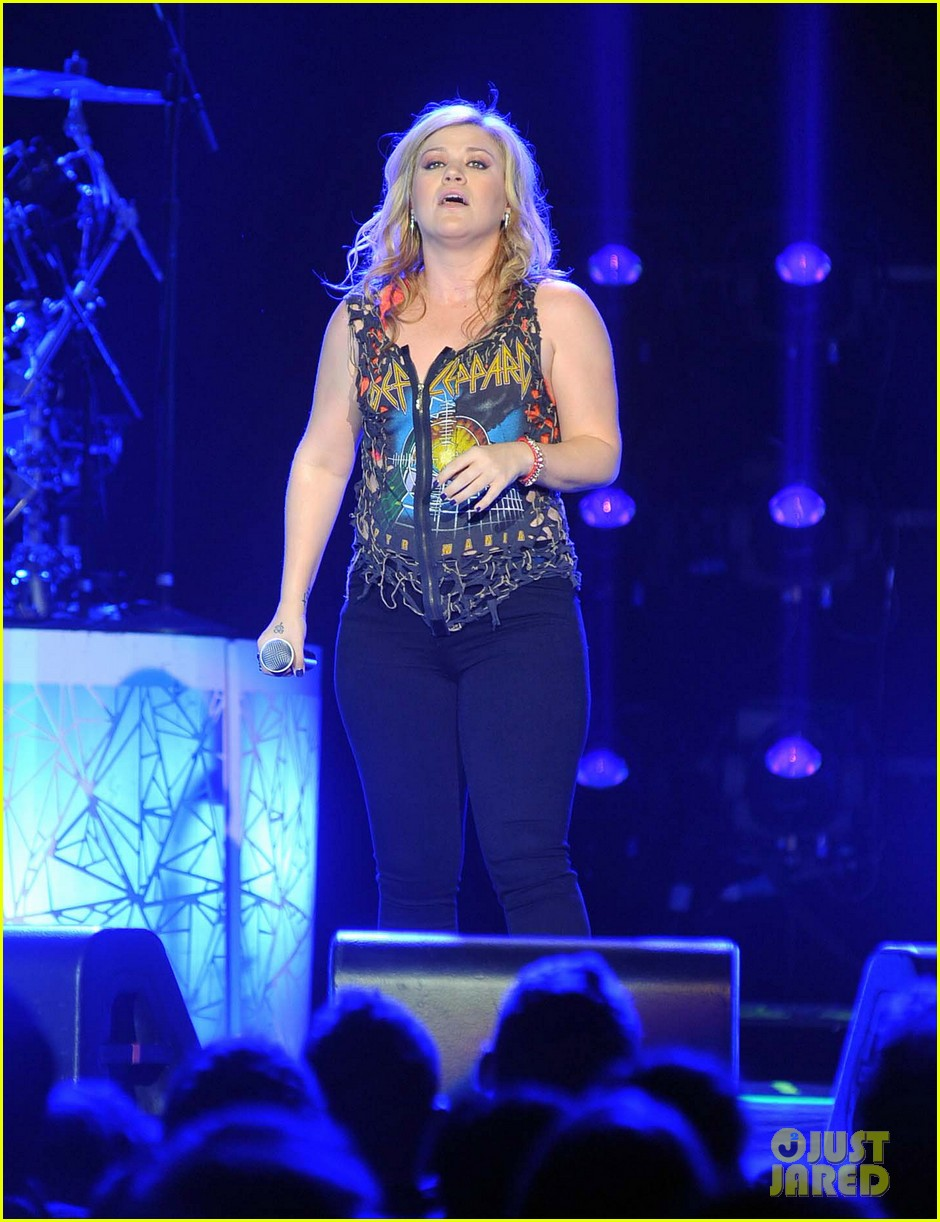 kelly clarkson on brandon blackstock were so getting married 142736144