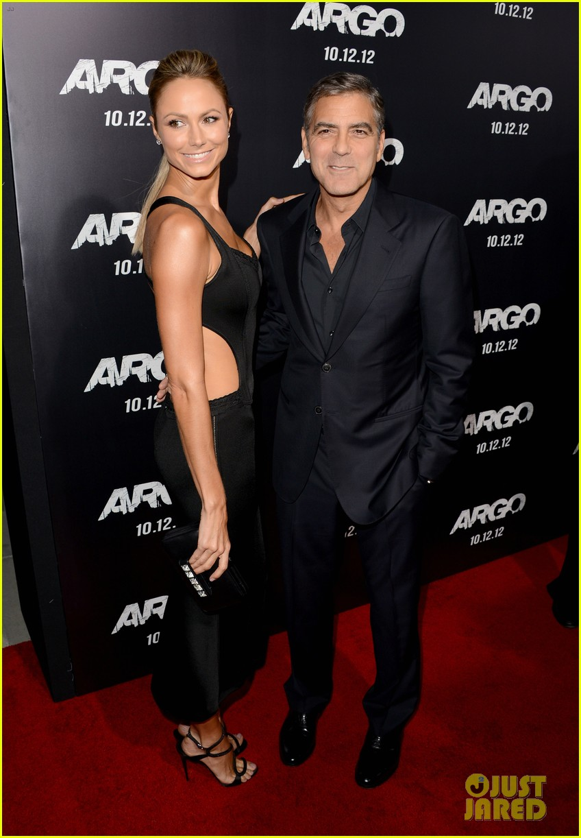 george clooney argo premiere with stacy keibler 012733238