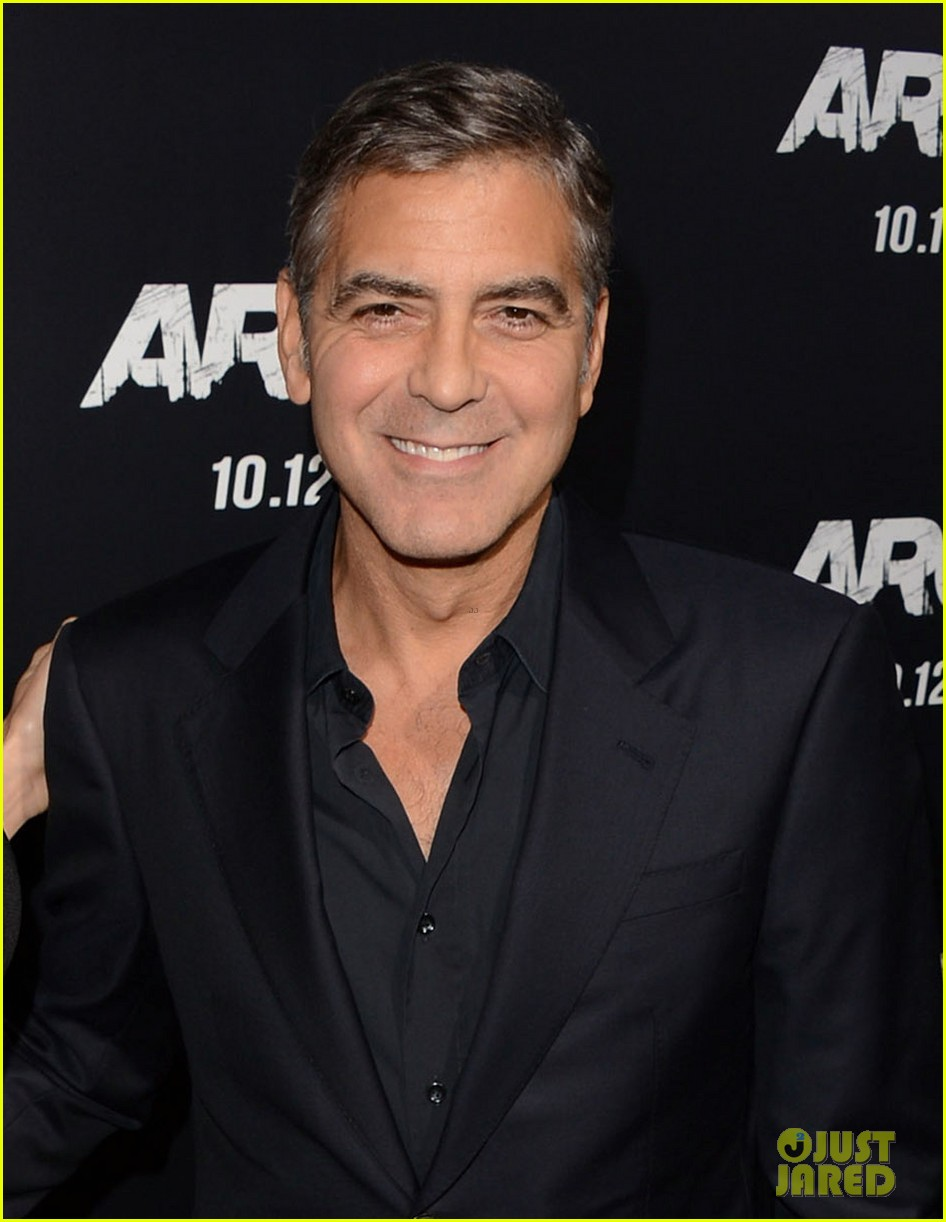 george clooney argo premiere with stacy keibler 042733241