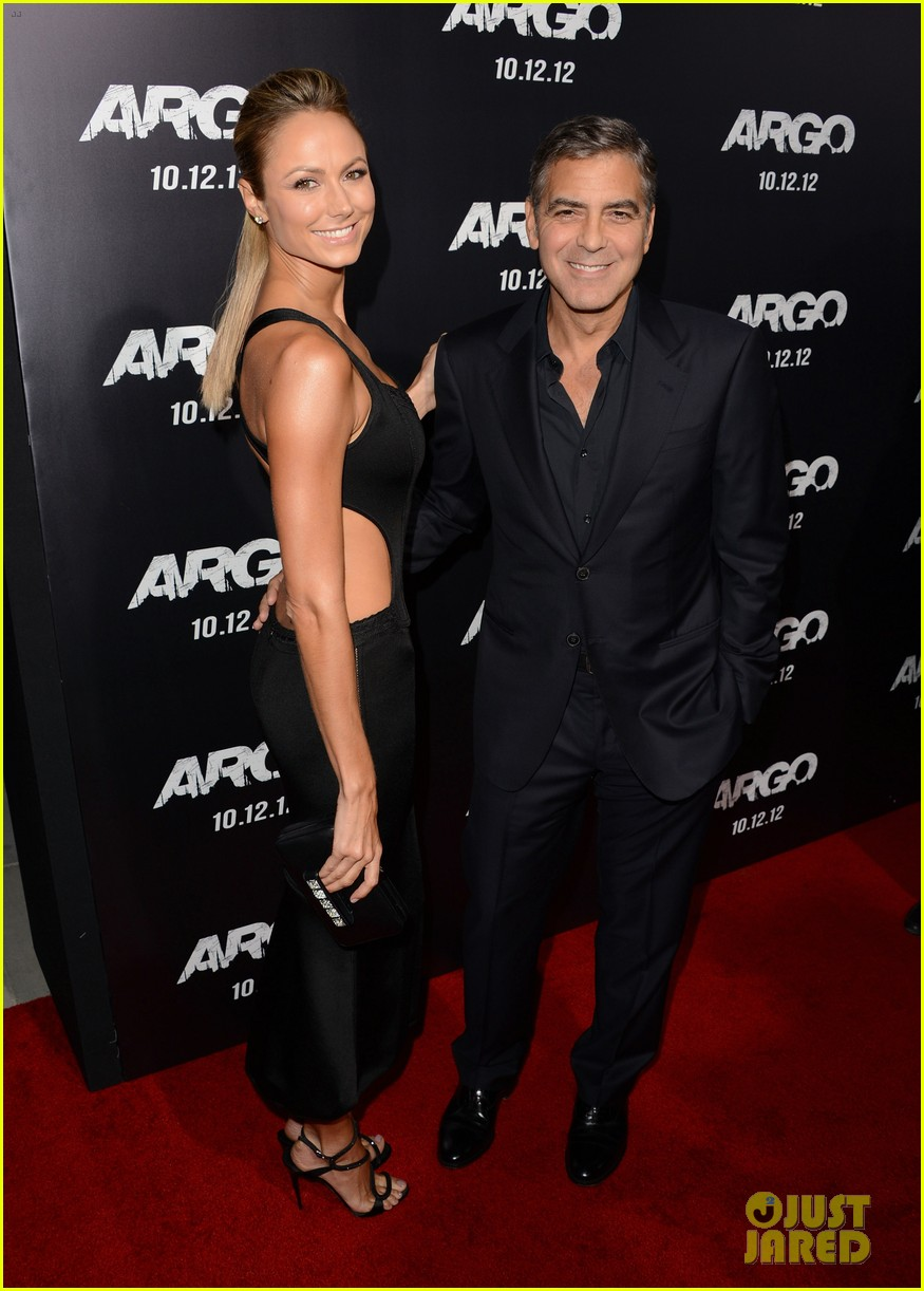 george clooney argo premiere with stacy keibler 052733242