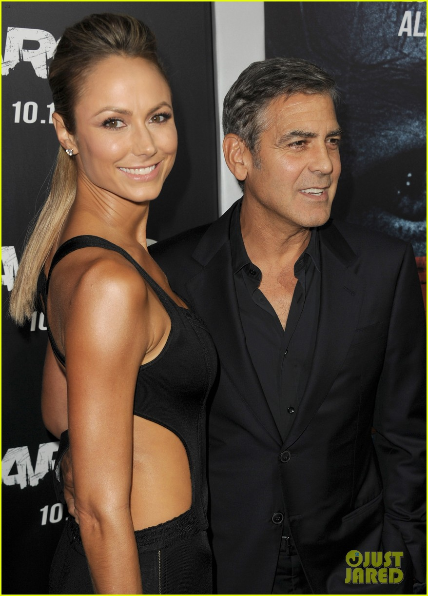 george clooney argo premiere with stacy keibler 072733244