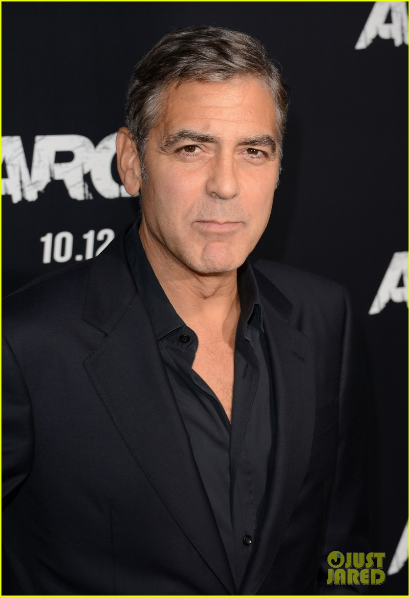 george clooney argo premiere with stacy keibler 082733245
