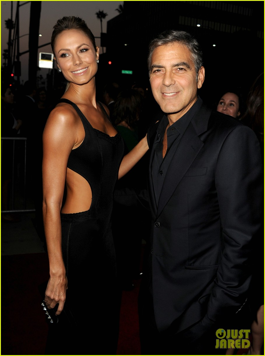 george clooney argo premiere with stacy keibler 092733246