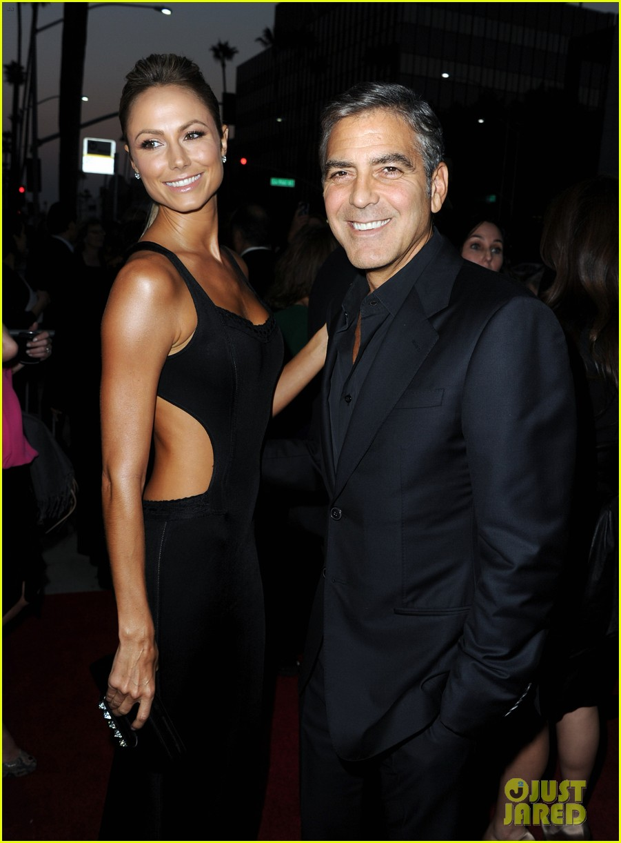 george clooney argo premiere with stacy keibler 102733247