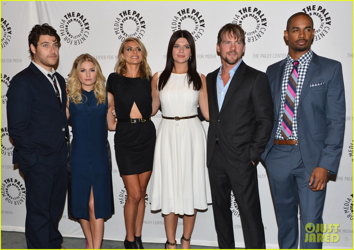 elisha cuthbert paleyfest with happy endings cast 042739675
