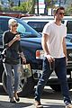 miley cyrus liam hemsworth starbucks sweethearts 10