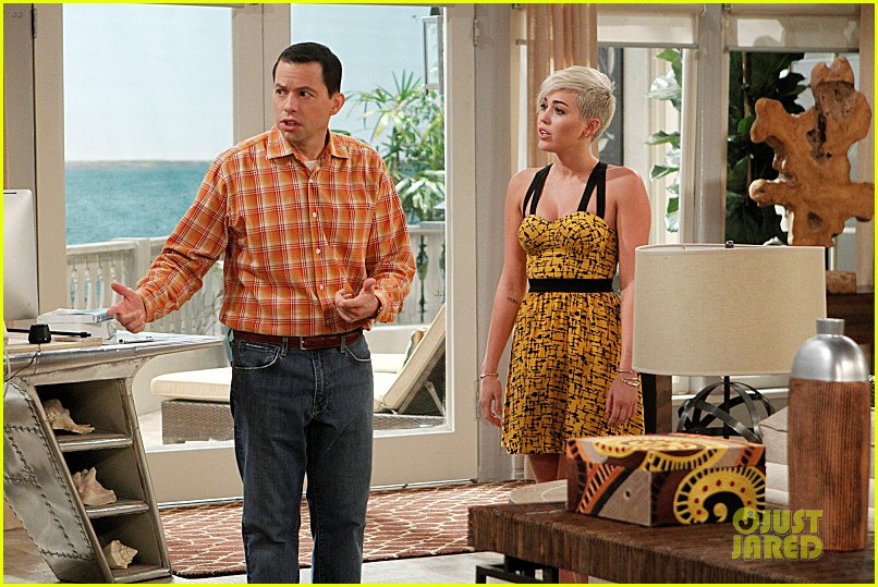 miley cyrus new two and a half men stills 042747213
