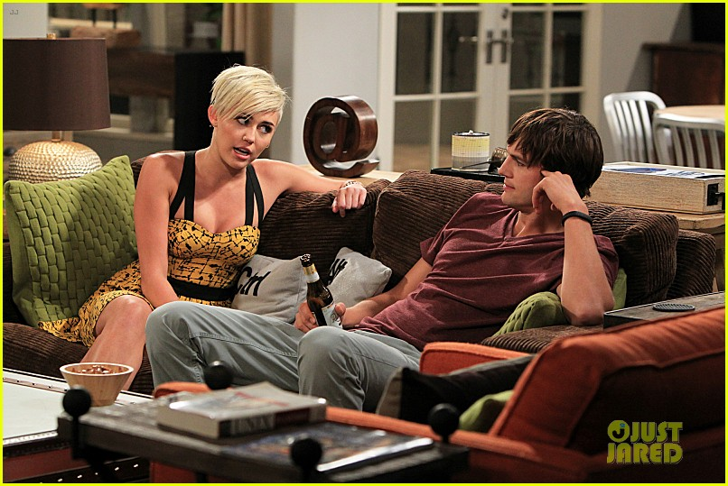 miley cyrus new two and a half men stills 052747214