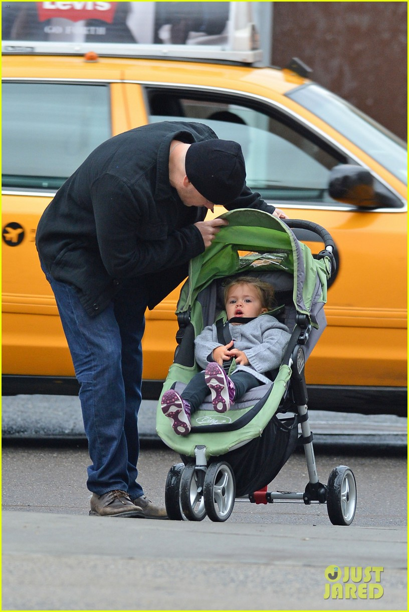 matt damon soho stroll with stella 012735905