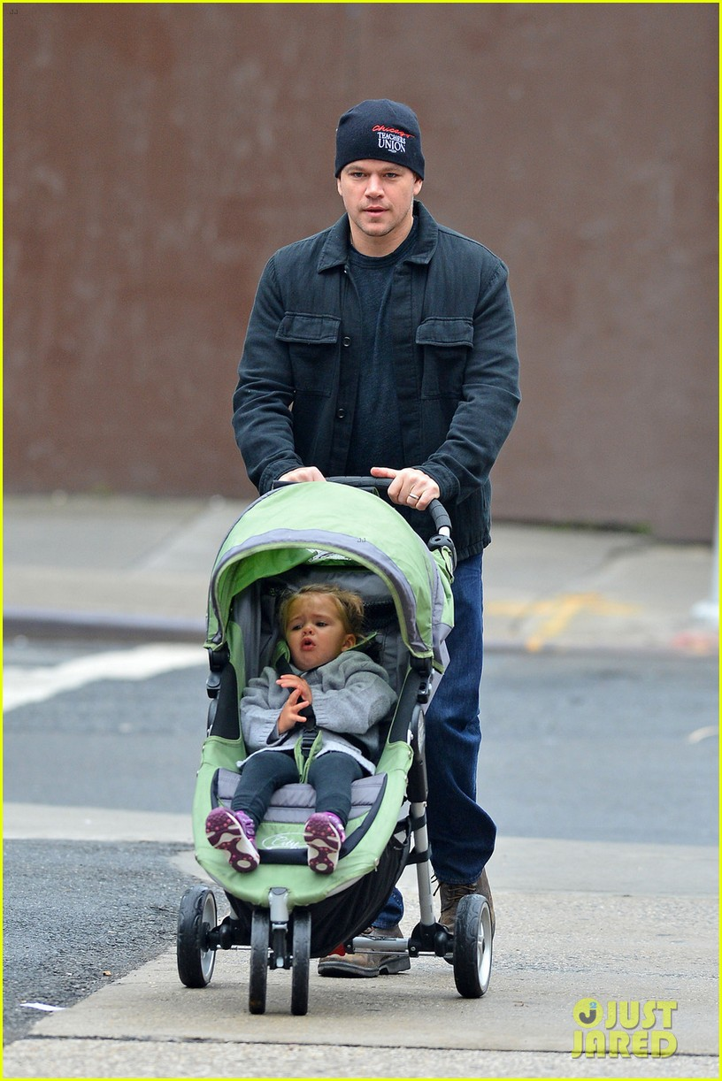 matt damon soho stroll with stella 02