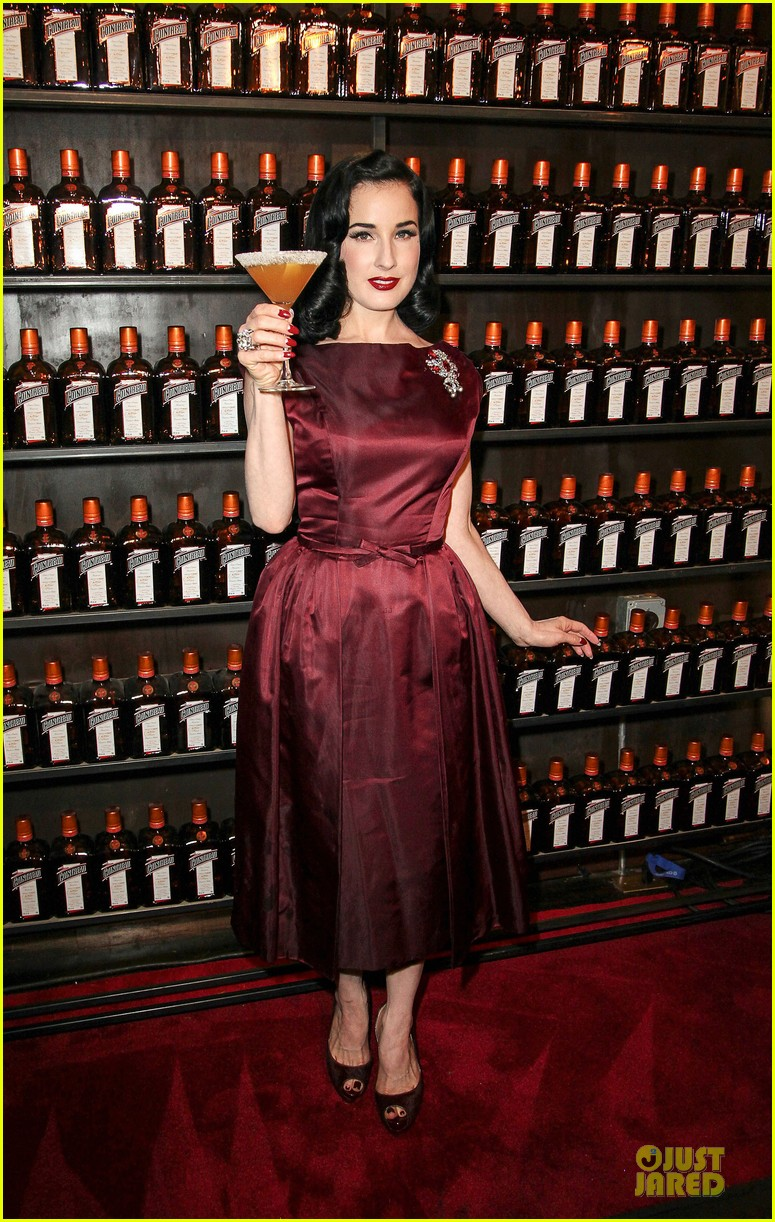 dita von teese cocktail debut in new york 09