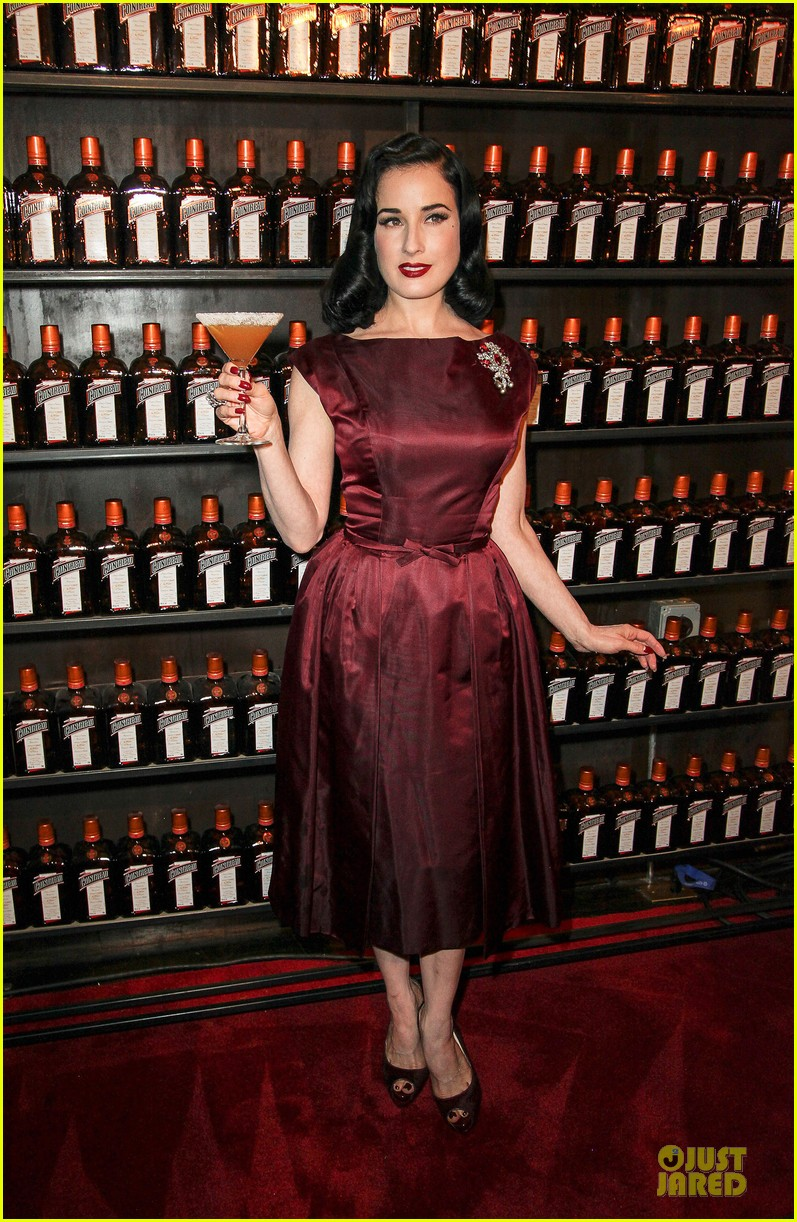 dita von teese cocktail debut in new york 15