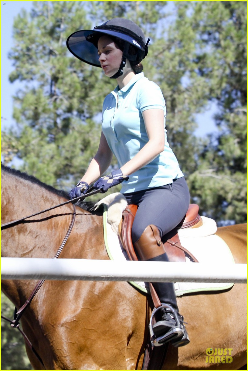 zooey deschanel horseback riding class 082741334