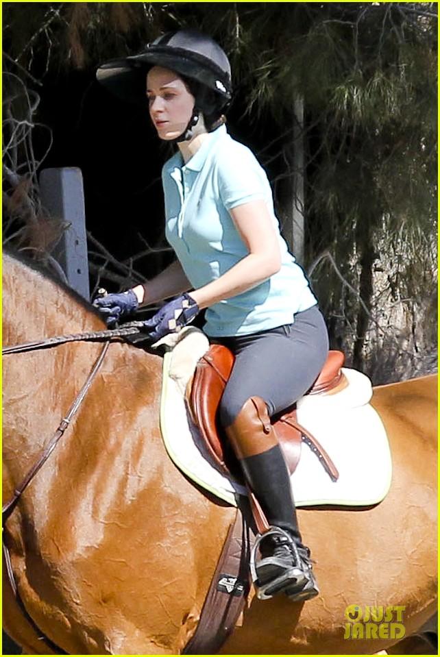 zooey deschanel horseback riding class 142741340