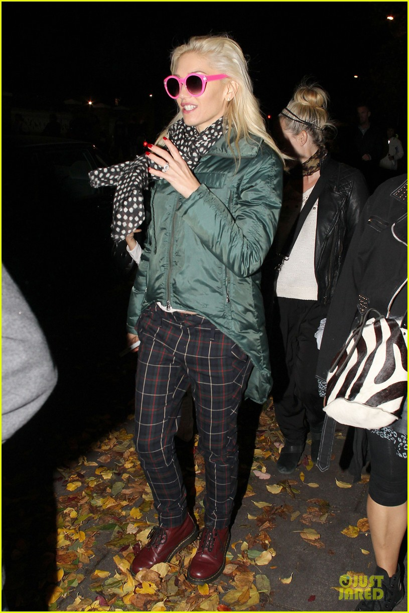 gwen stefani trick or threating with zuma 07
