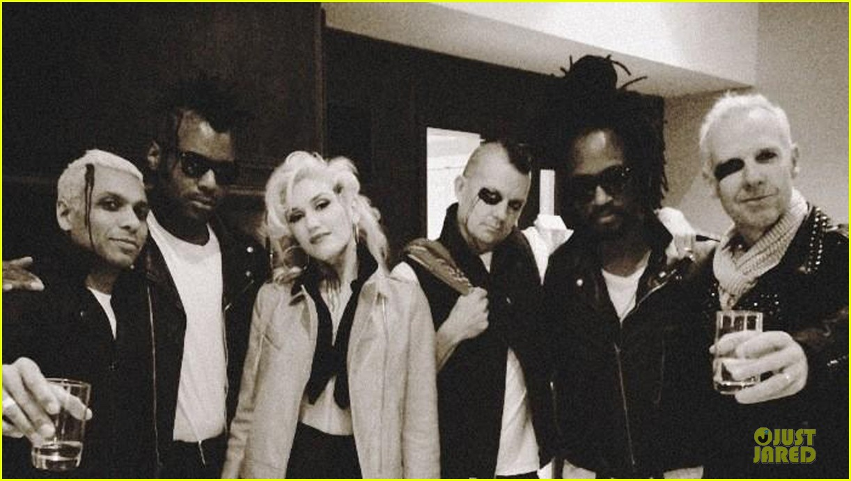 gwen stefani trick or threating with zuma 132749276