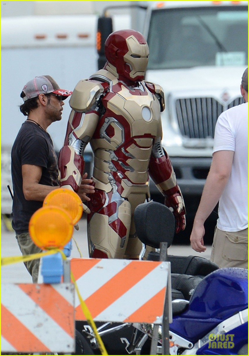 robert downey jr iron man set 042731929