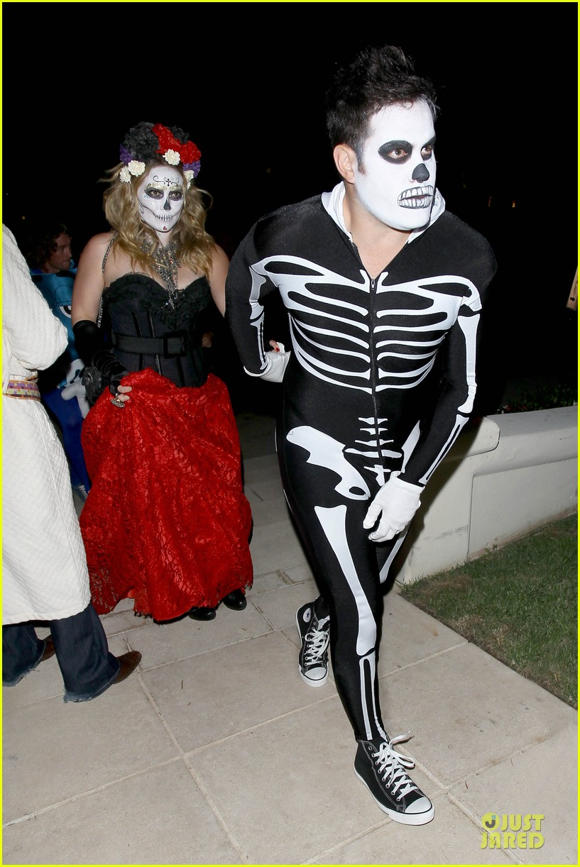 hilary duff mike comrie day of the dead halloween couple 01