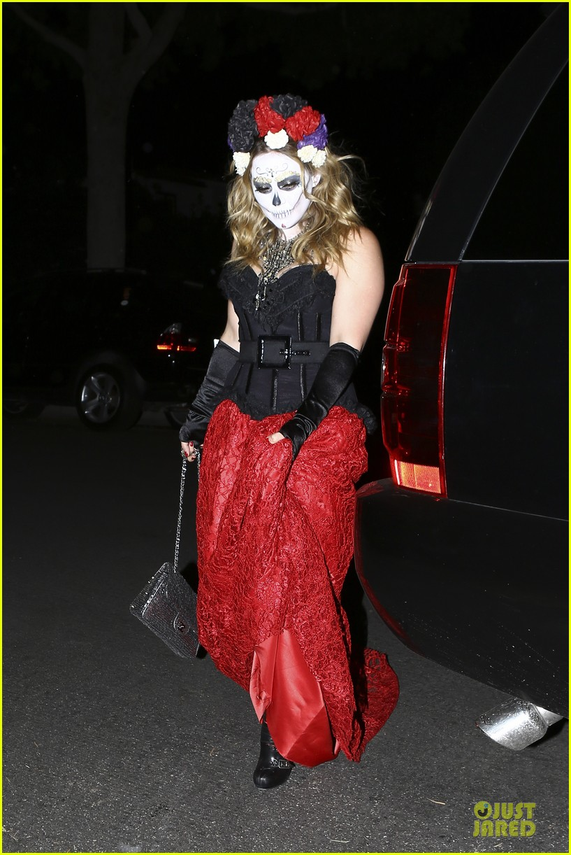 hilary duff mike comrie day of the dead halloween couple 032746109
