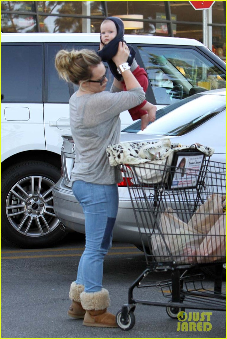 hilary duff mike comrie luca food shopping 142747027