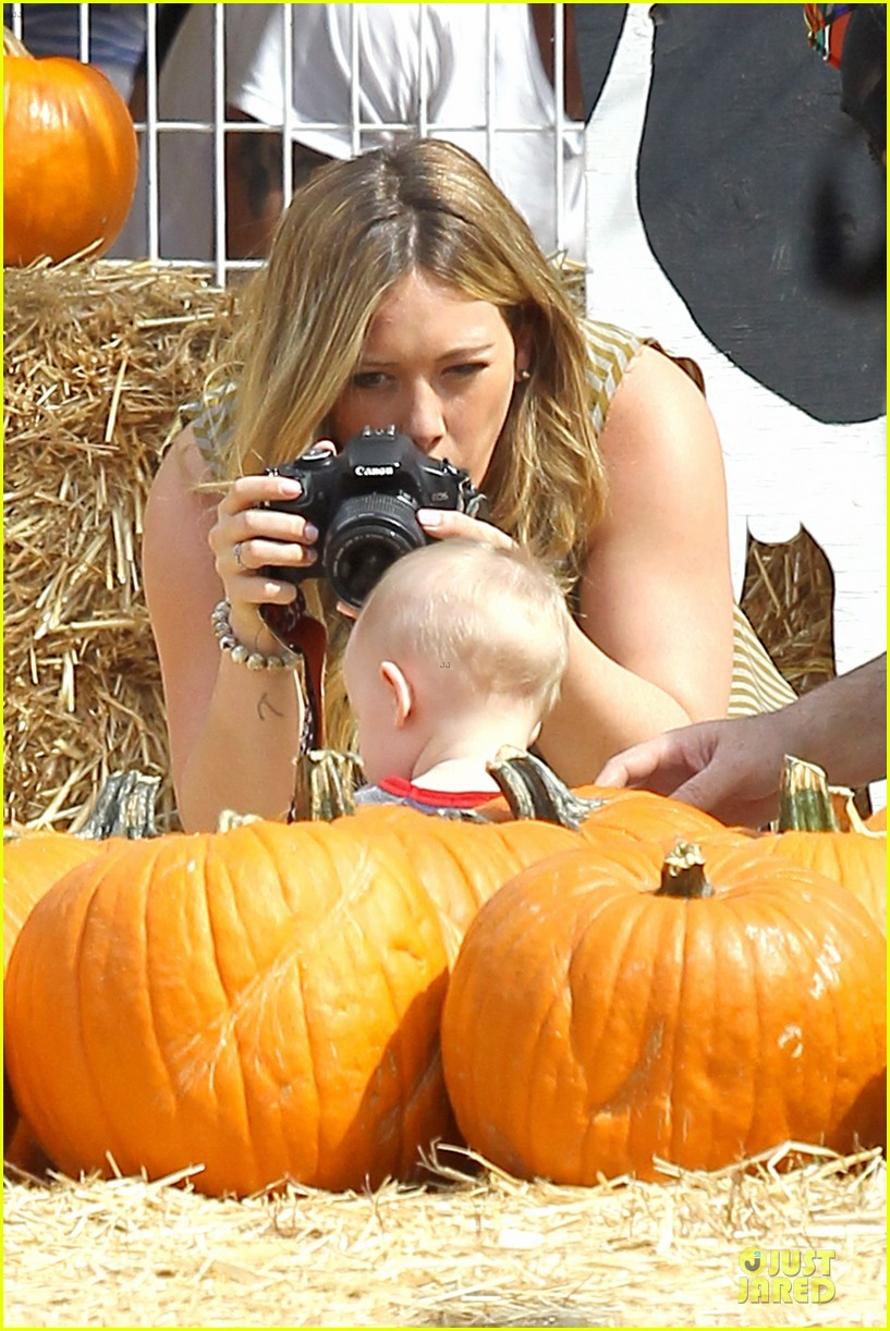hilary duff mike comrie lucas first mr bones pumpkin patch 022738198
