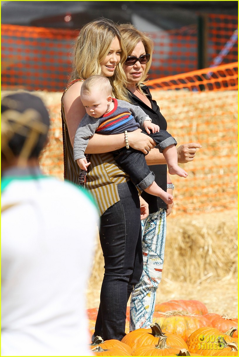 hilary duff mike comrie lucas first mr bones pumpkin patch 03