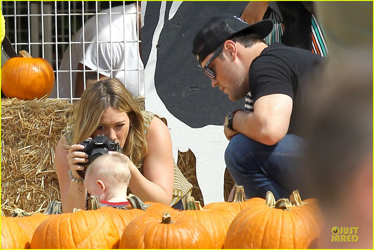 hilary duff mike comrie lucas first mr bones pumpkin patch 092738205