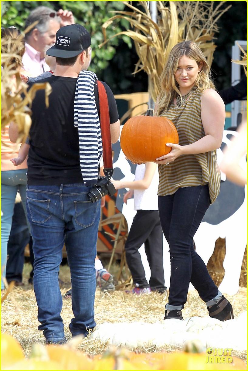 hilary duff mike comrie lucas first mr bones pumpkin patch 112738207