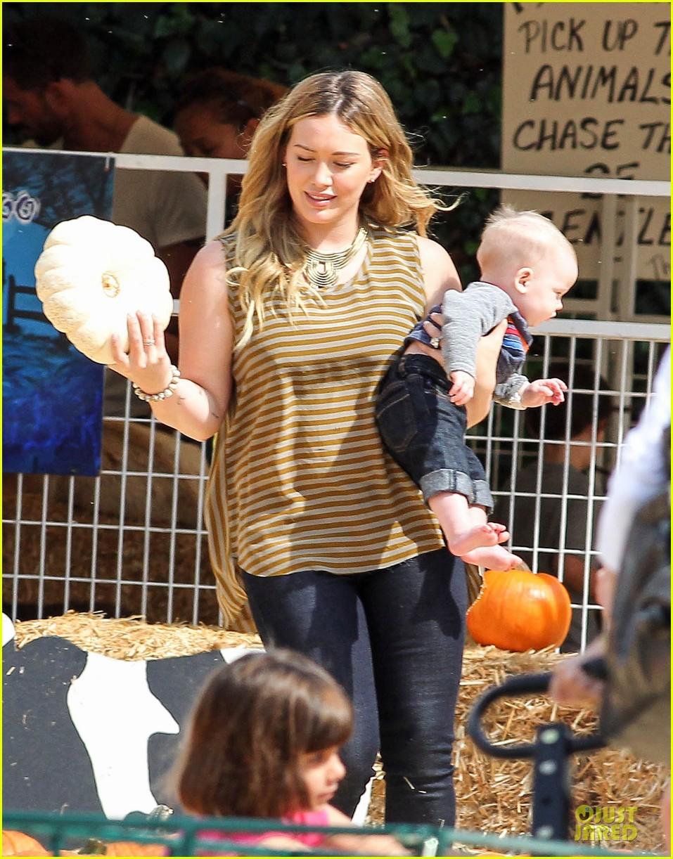 hilary duff mike comrie lucas first mr bones pumpkin patch 222738218