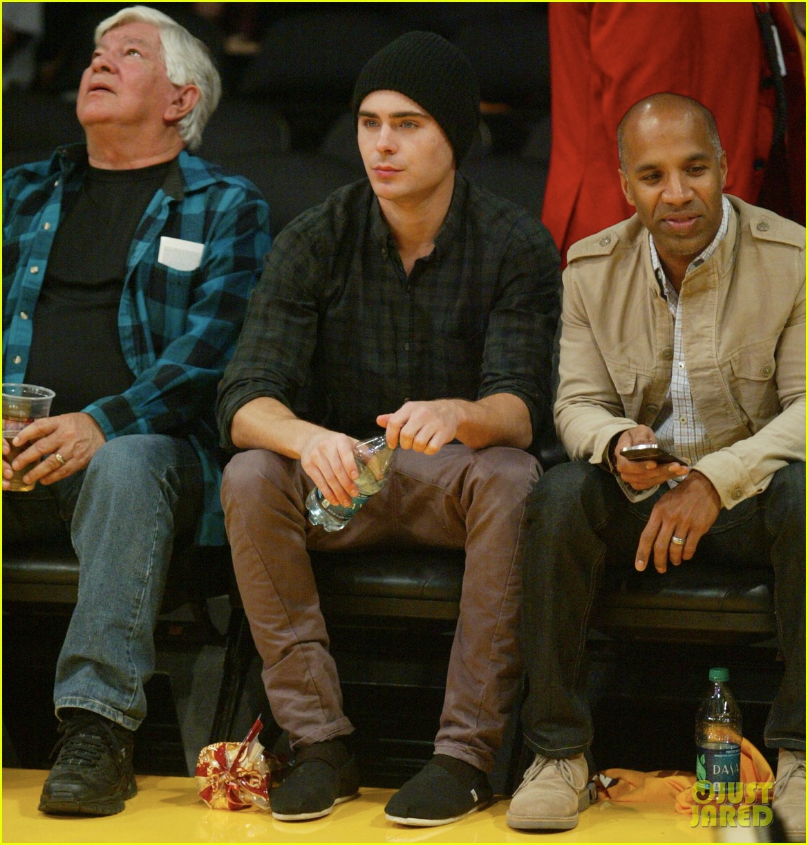 zac efron lakers la opener 04