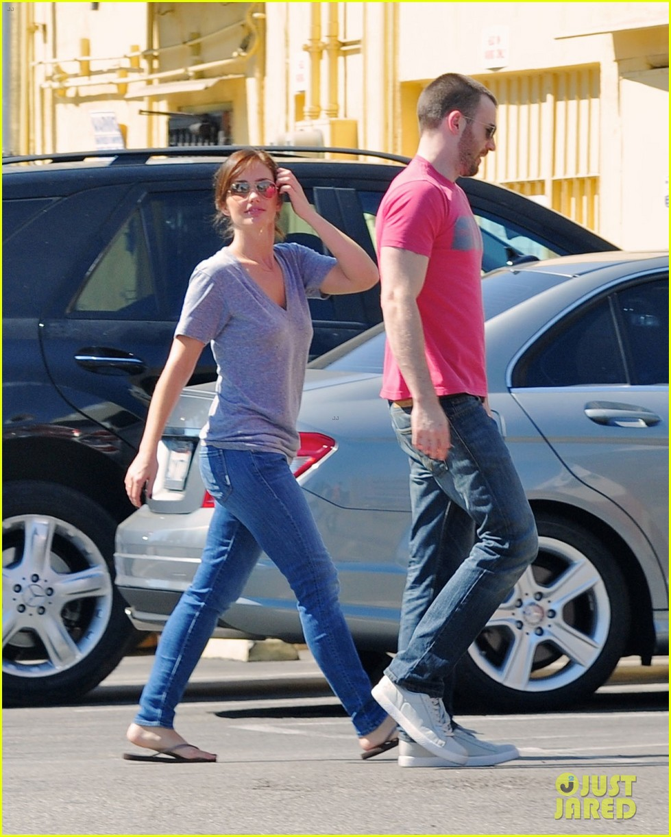 chris evans minka kelly kiss over tacos 032731831