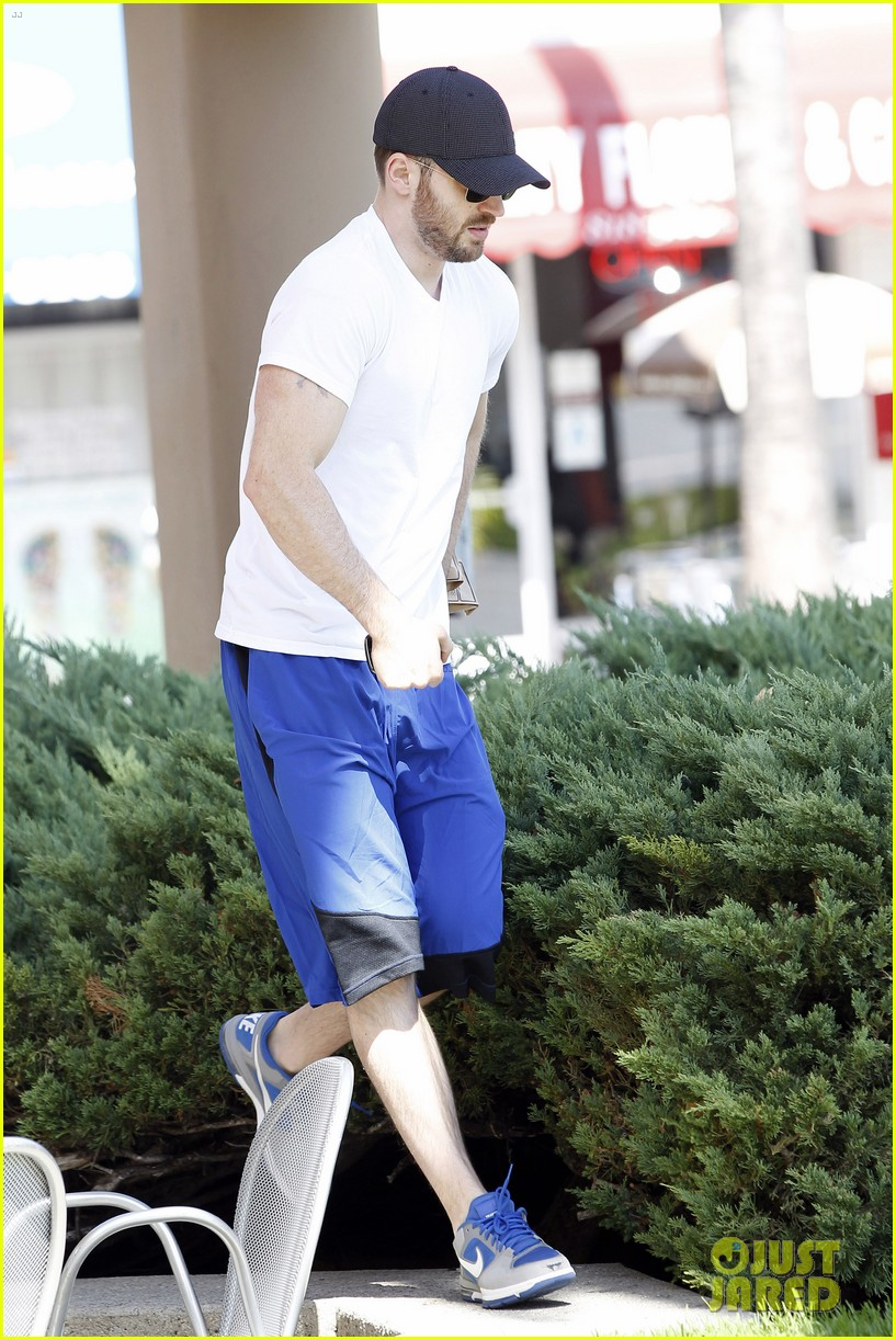 chris evans minka kelly separate lunch outings 032733095