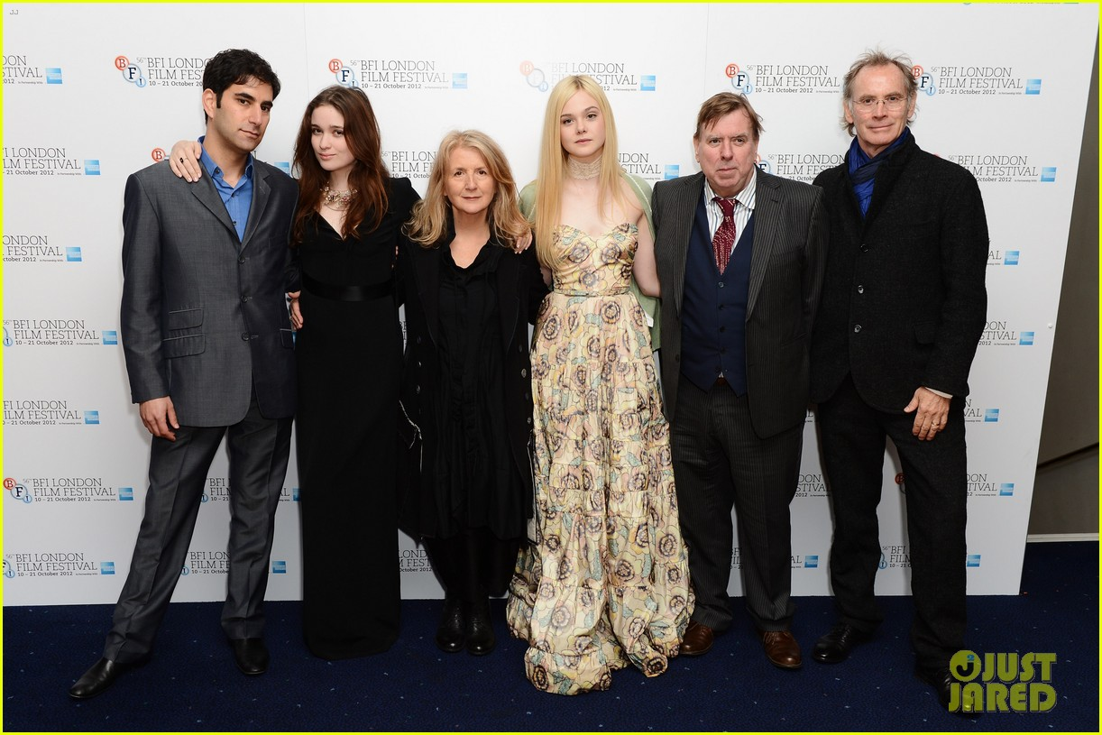 elle fanning ginger rosa london premiere 032737549