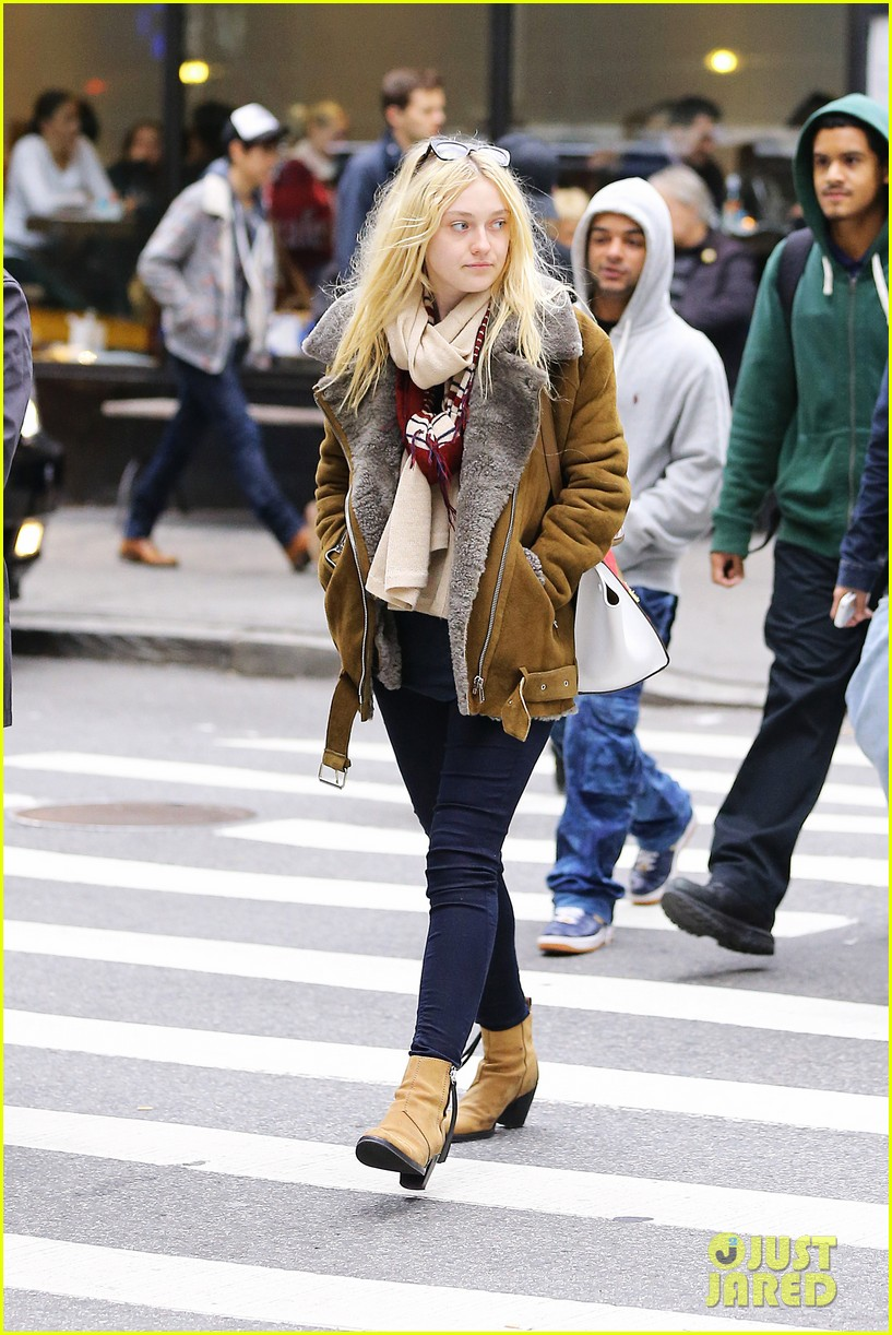 dakota fanning soho shopping 042737153