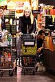 dakota fanning whole foods grocery shopper 04