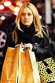 dakota fanning whole foods grocery shopper 05