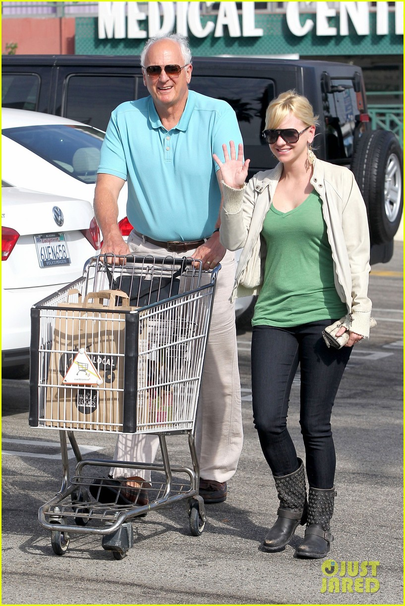 anna faris grocery shopping dad 012736032