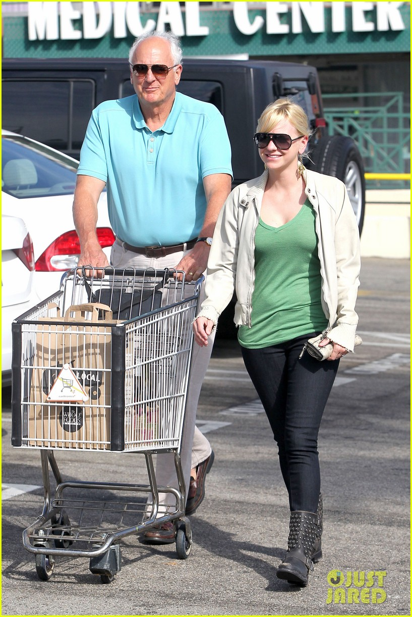 anna faris grocery shopping dad 042736035