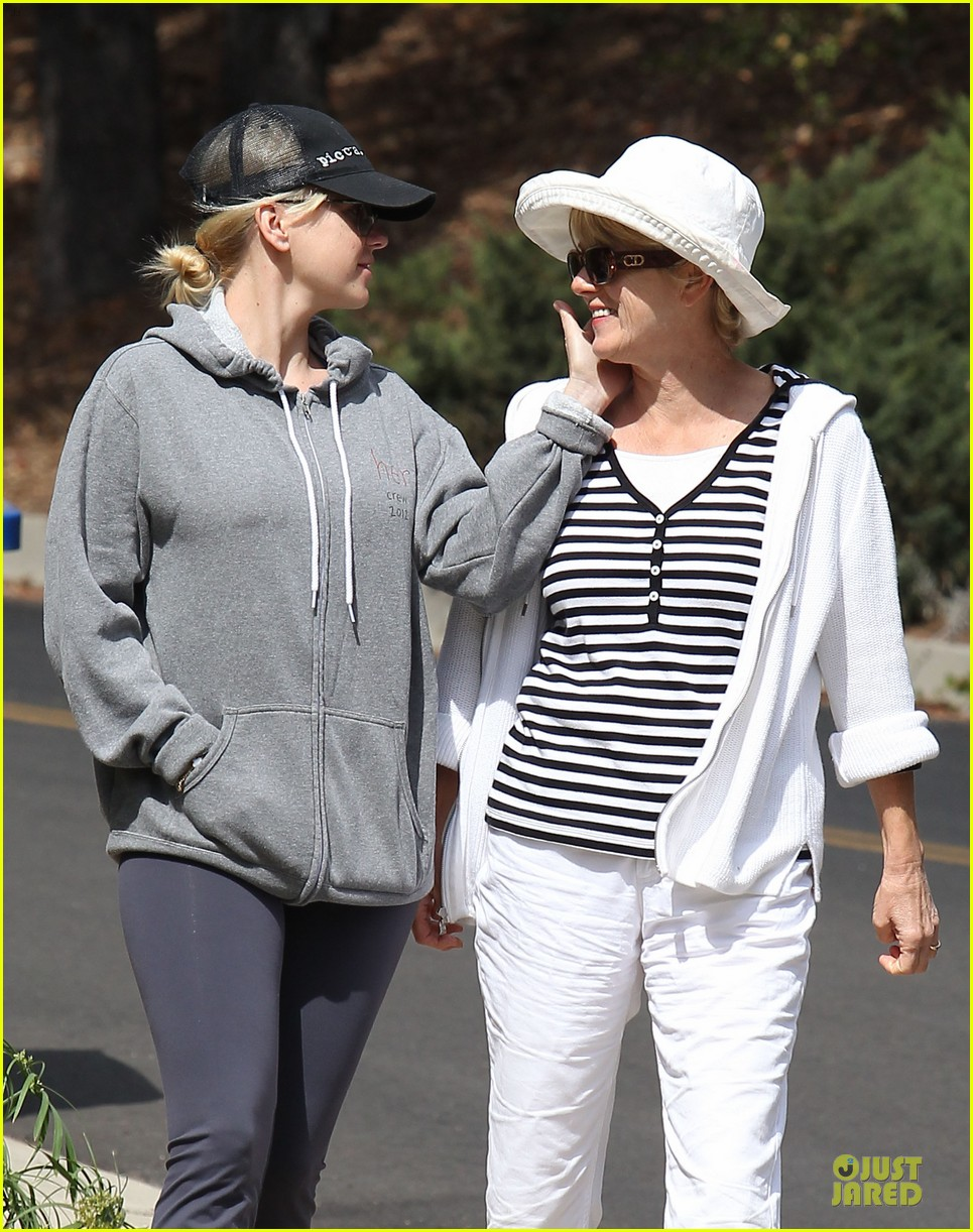 anna faris hollywood stroll with mother karen 042737255