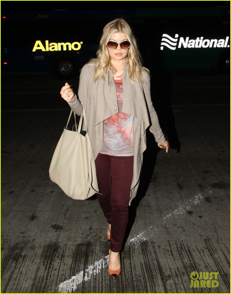 fergie late night airport arrival 03