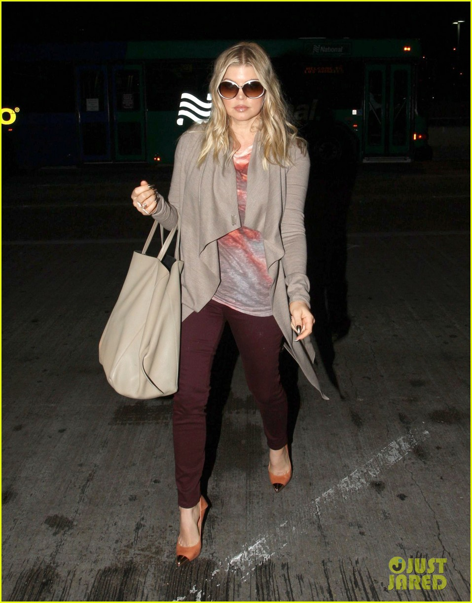 fergie late night airport arrival 052735124