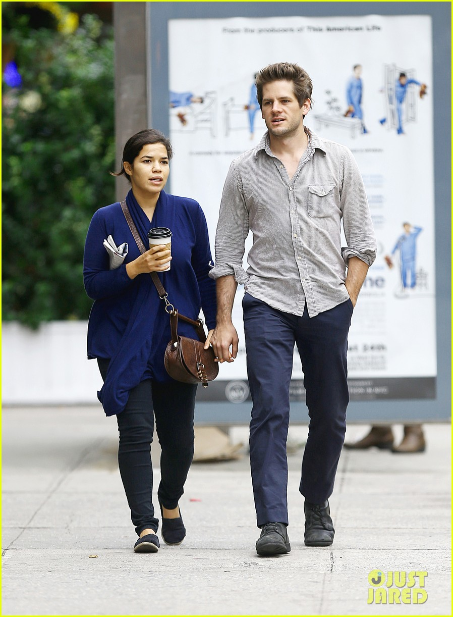 america ferrera ryan piers williams soho stroll 03