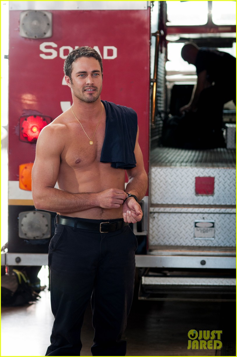 taylor kinney shirtless