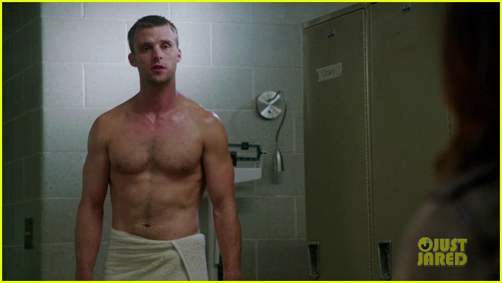 taylor kinney jesse spencer shirtless in chicago fire 042734298
