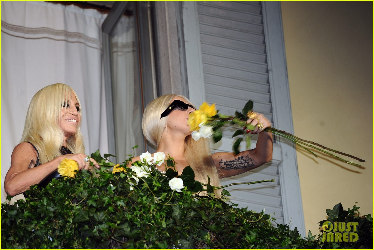 lady gaga donatella versace meet in milan 10