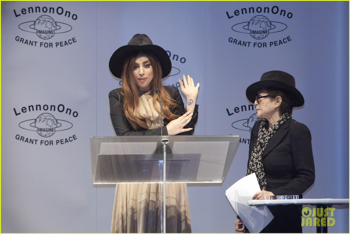 lady gaga lennon ono grant for peace awards 012735867