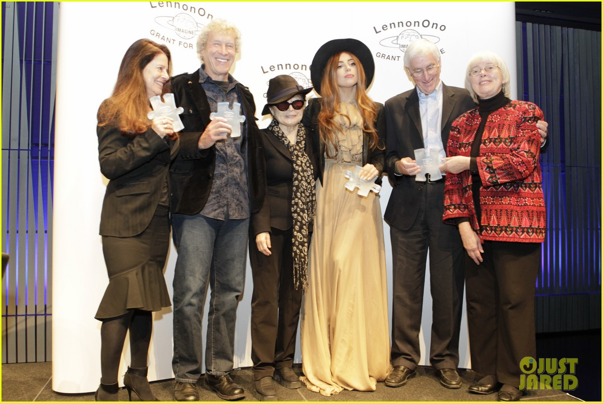 lady gaga lennon ono grant for peace awards 032735869
