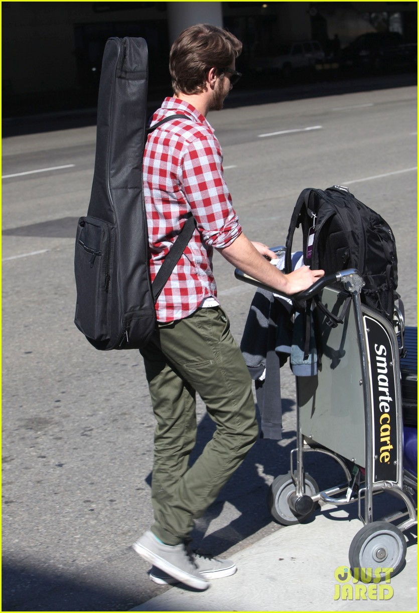 andrew garfield from london to lax 012731631